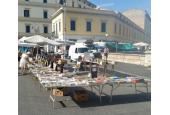 Bancarella piazza Cavour